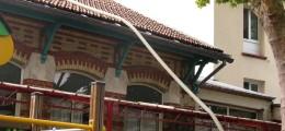 Isoltion d'un comble en passant le tuyau de soufflage par une chatière de toit