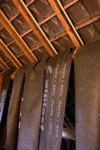 Pose du pare pluie hpv préalable à la réalisation de l' isolation par l' intérieur